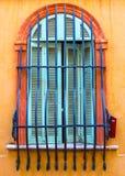 αρχαίο παράθυρο στηλών οικοδόμησης αψίδων στοκ εικόνα