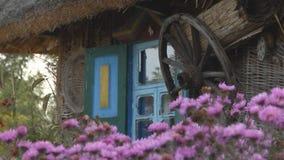 Αρχαίο παράθυρο στο παλαιό σπίτι φιλμ μικρού μήκους