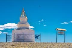 Αρχαίο παραδοσιακό άσπρο stupa Στοκ εικόνα με δικαίωμα ελεύθερης χρήσης