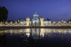Αρχαίο παλάτι με τη σκιά Στοκ φωτογραφία με δικαίωμα ελεύθερης χρήσης