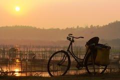 Αρχαίο ποδήλατο στοκ εικόνες