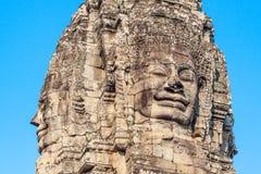 Αρχαίο πρόσωπο χαμόγελου πετρών του ναού Bayon Wat στη ζούγκλα, Angkor wat, Καμπότζη Το Angkor Wat είναι το μεγαλύτερο Στοκ Φωτογραφίες