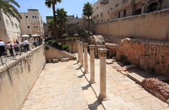 Αρχαίο ρωμαϊκό Cardo στην παλαιά πόλη της Ιερουσαλήμ Στοκ φωτογραφία με δικαίωμα ελεύθερης χρήσης