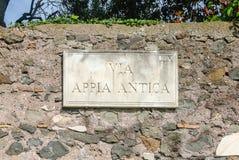 Αρχαίο σημάδι τρόπων Appian στη Ρώμη, Ιταλία Στοκ Εικόνες