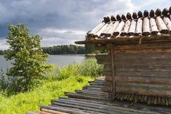 Αρχαίο σπίτι κούτσουρων Στοκ φωτογραφία με δικαίωμα ελεύθερης χρήσης