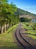 Αρχαίο στενό διαμέτρημα Railway.Landscape σε μια ηλιόλουστη ημέρα στοκ φωτογραφία με δικαίωμα ελεύθερης χρήσης