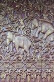 Αρχαίο ταϊλανδικό ξύλο που χαράζεται με τον ελέφαντα Στοκ φωτογραφία με δικαίωμα ελεύθερης χρήσης