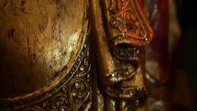 Αρχαίο χρυσό βουδιστικό scuplture απόθεμα βίντεο