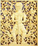 Αρχαίο χρυσό ξύλινο παράθυρο γλυπτικής του ταϊλανδικού ναού Στοκ Εικόνα