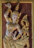 Αρχαίο χρυσό χαρασμένο ξύλο ταϊλανδικό ύφος τέχνης Στοκ εικόνα με δικαίωμα ελεύθερης χρήσης