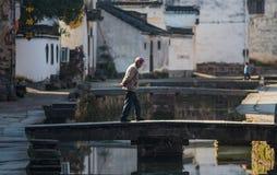 Αρχαίο χωριό νερού της Κίνας με άτομο, τον πολιτισμό και τη ζωή παράδοσης το ανώτερο στοκ φωτογραφίες με δικαίωμα ελεύθερης χρήσης