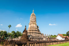 Αρχαίο stupa, επαρχία Sukhothai, βόρεια Ταϊλάνδη Στοκ Φωτογραφία