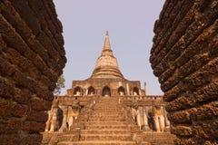 Αρχαίο stupa καταστροφών σε Wat Chang Lom, Si Satchanalai, Ταϊλάνδη Στοκ φωτογραφία με δικαίωμα ελεύθερης χρήσης