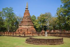 Αρχαίο stupa στις καταστροφές του βουδιστικού ναού Wat Phra αυτό Kampaeng Phet, Ταϊλάνδη Στοκ φωτογραφία με δικαίωμα ελεύθερης χρήσης