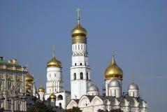 Αρχαγγέλων πύργος εκκλησιών και μεγάλος κουδουνιών του Ivan της Μόσχας Κρεμλίνο Περιοχή παγκόσμιων κληρονομιών της ΟΥΝΕΣΚΟ Μεγάλο Στοκ Εικόνες