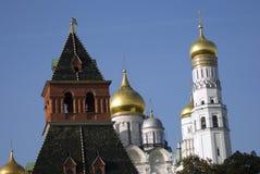 Αρχαγγέλων πύργος εκκλησιών και μεγάλος κουδουνιών του Ivan της Μόσχας Κρεμλίνο Περιοχή παγκόσμιων κληρονομιών της ΟΥΝΕΣΚΟ Μεγάλο Στοκ φωτογραφία με δικαίωμα ελεύθερης χρήσης