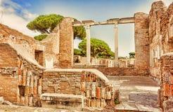 Αρχαιολογικές ρωμαϊκές καταστροφές σε Ostia Antica - τη Ρώμη Στοκ Φωτογραφία