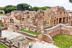 Αρχαιολογικό ρωμαϊκό τοπίο περιοχών σε Ostia Antica - τη Ρώμη - τη Ita Στοκ φωτογραφία με δικαίωμα ελεύθερης χρήσης