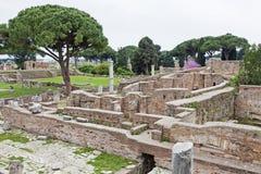 Αρχαιολογικό ρωμαϊκό τοπίο περιοχών σε Ostia Antica - τη Ρώμη - τη Ita Στοκ φωτογραφίες με δικαίωμα ελεύθερης χρήσης