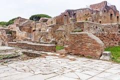 Αρχαιολογικό ρωμαϊκό τοπίο περιοχών σε Ostia Antica - τη Ρώμη - τη Ita Στοκ Εικόνα