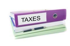 Αρχεία γραφείων λογιστικής στο φάκελλο με τη μάνδρα και το κενό σημάδι φόροι στοκ εικόνες με δικαίωμα ελεύθερης χρήσης