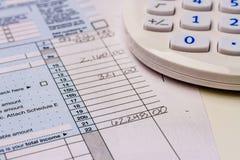 Αρχειοθετώντας φόροι και φορολογικές μορφές Στοκ φωτογραφία με δικαίωμα ελεύθερης χρήσης
