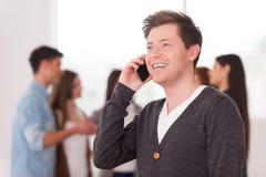 Αρχηγός ομάδας στο τηλέφωνο. Στοκ εικόνα με δικαίωμα ελεύθερης χρήσης