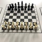 Αρχική θέση στο σκάκι πινάκων έλξεων 8x8 στον πίνακα στοκ φωτογραφία