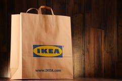 Αρχική τσάντα αγορών εγγράφου της IKEA Στοκ φωτογραφίες με δικαίωμα ελεύθερης χρήσης