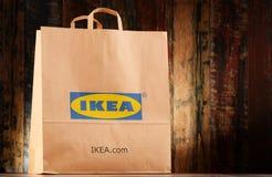 Αρχική τσάντα αγορών εγγράφου της IKEA Στοκ φωτογραφία με δικαίωμα ελεύθερης χρήσης