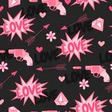 Αρχικό άνευ ραφής σχέδιο με τα πυροβόλα όπλα, την αγάπη, το βέλος, τις καρδιές και τα λουλούδια Στοκ φωτογραφίες με δικαίωμα ελεύθερης χρήσης