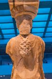 Αρχικό μουσείο Ath ακρόπολη Erechtheion ναών καταστροφών καρυατίδων στοκ φωτογραφία με δικαίωμα ελεύθερης χρήσης