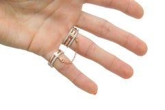 Αρχικό σύνολο χρυσών δαχτυλιδιών με την αλυσίδα Στοκ εικόνα με δικαίωμα ελεύθερης χρήσης