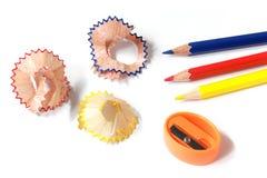 Αρχικό χρωματισμένο ακόνισμα μολυβιών στοκ φωτογραφία