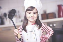 Αρχιμάγειρας μικρών κοριτσιών Στοκ φωτογραφία με δικαίωμα ελεύθερης χρήσης
