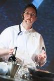 Αρχιμάγειρας στην επίδειξη μαγειρέματος Στοκ φωτογραφία με δικαίωμα ελεύθερης χρήσης