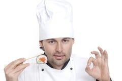 Αρχιμάγειρας στο καπέλο του αρχιμάγειρα με τα σούσια στοκ εικόνες με δικαίωμα ελεύθερης χρήσης