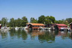 Αρχιπέλαγος της Στοκχόλμης: Ειδυλλιακό λιμάνι Kyrkviken φιλοξενουμένων Στοκ φωτογραφίες με δικαίωμα ελεύθερης χρήσης
