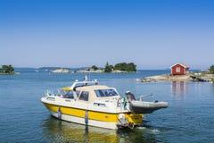 Αρχιπέλαγος της Στοκχόλμης: κλασικό να περιοδεύσει motorboat βατραχοπέδιλο στοκ φωτογραφίες με δικαίωμα ελεύθερης χρήσης