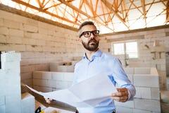 Αρχιτέκτονας ή πολιτικός μηχανικός στο εργοτάξιο οικοδομής Στοκ Φωτογραφία
