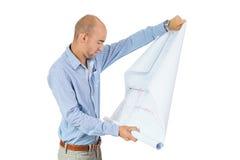 Αρχιτέκτονας που διαβάζει ένα σχεδιάγραμμα Στοκ εικόνα με δικαίωμα ελεύθερης χρήσης