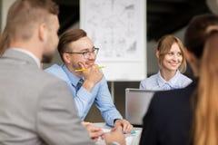 Αρχιτέκτονες με τη συνεδρίαση των lap-top στο γραφείο Στοκ Εικόνες