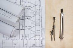 Αρχιτεκτονικά σχεδιαγράμματα, ρόλοι σχεδιαγραμμάτων, διαιρέτης πυξίδων, calc στοκ φωτογραφία με δικαίωμα ελεύθερης χρήσης