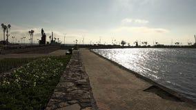 Αρχιτεκτονικά ύφος και σχέδιο του περιπάτου κοντά στο νερό απόθεμα βίντεο