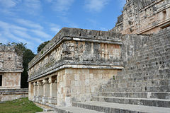 Αρχιτεκτονικές λεπτομέρειες του κτηρίου μονών καλογραιών σε Uxmal yucatan Στοκ εικόνα με δικαίωμα ελεύθερης χρήσης