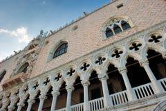 Αρχιτεκτονικές λεπτομέρειες Doge του παλατιού, Βενετία, Ιταλία Στοκ εικόνες με δικαίωμα ελεύθερης χρήσης