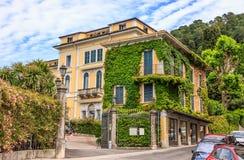 Αρχιτεκτονική άποψη εικονικής παράστασης πόλης του Μπελάτζιο, μια από τις διασημότερες πόλεις προορισμού στη λίμνη Como, Λομβαρδί στοκ φωτογραφία με δικαίωμα ελεύθερης χρήσης