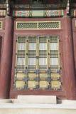 Αρχιτεκτονική λεπτομέρεια - κορεατικό ξύλινο παράθυρο παράδοσης, πόρτα και Στοκ φωτογραφίες με δικαίωμα ελεύθερης χρήσης