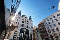 Αρχιτεκτονική - ιστορικά και σύγχρονα κτήρια στο κέντρο της Βιέννης, Αυστρία στοκ φωτογραφία