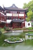 Αρχιτεκτονική κατά μήκος ενός καναλιού στους κήπους Yuyuan, Σαγκάη, Κίνα Στοκ Φωτογραφίες